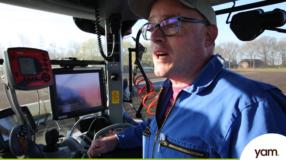 yam glutenvrij boer trekker tractor besturen gps graan haver zaaien