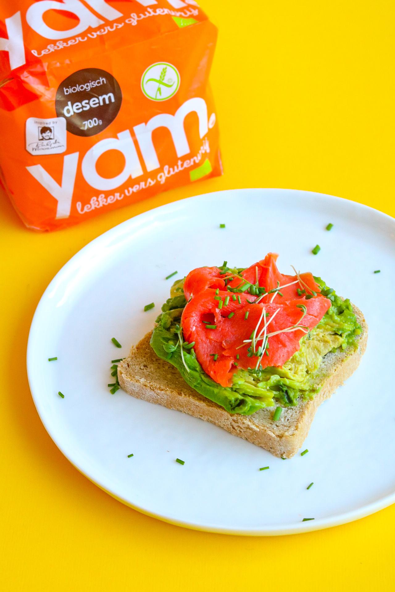 Broodje gezond met zalm en avocado