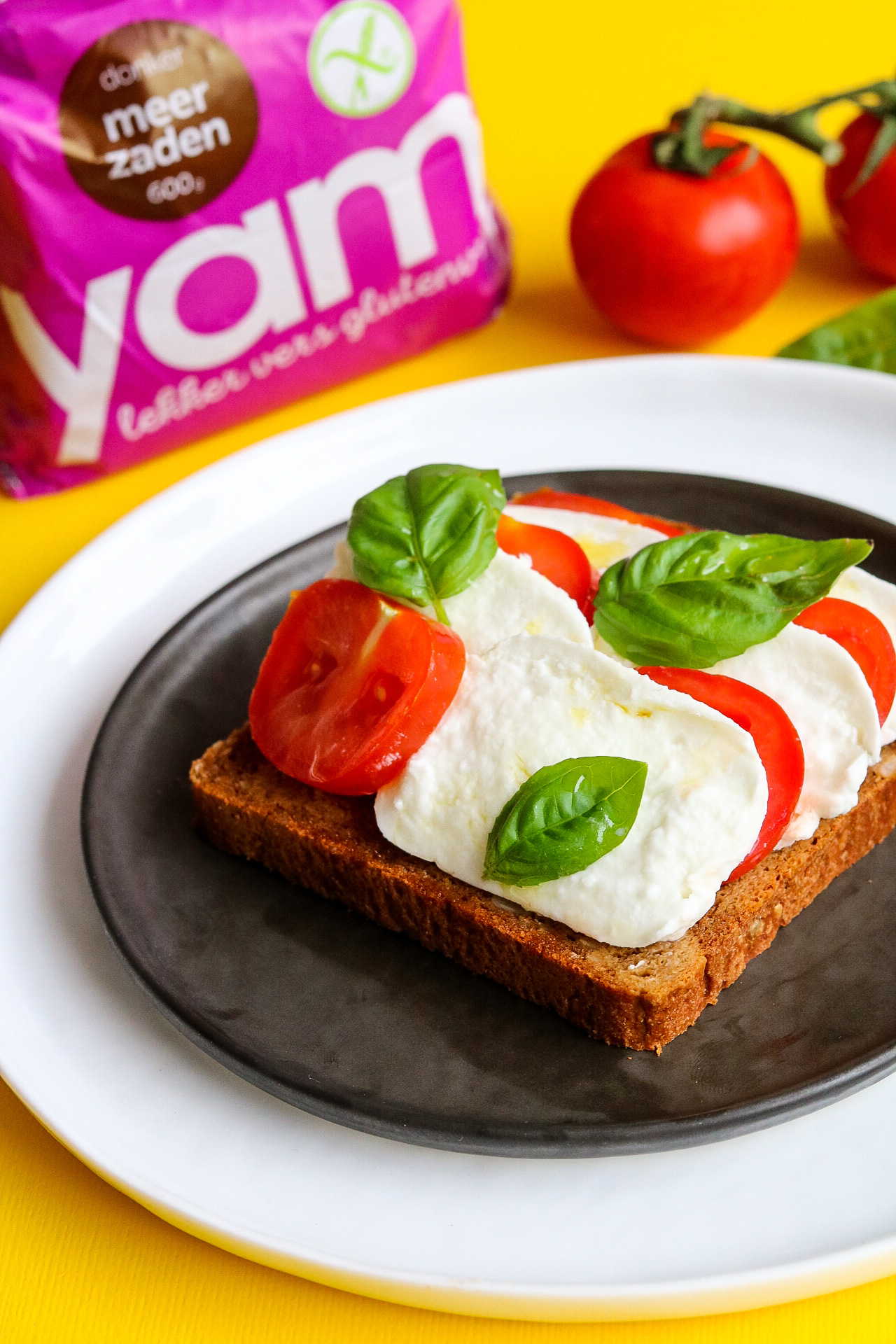 Glutenvrij YAM meerzaden broodje caprese