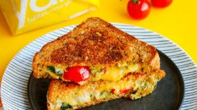Glutenvrije pantosti met pesto en tomaat