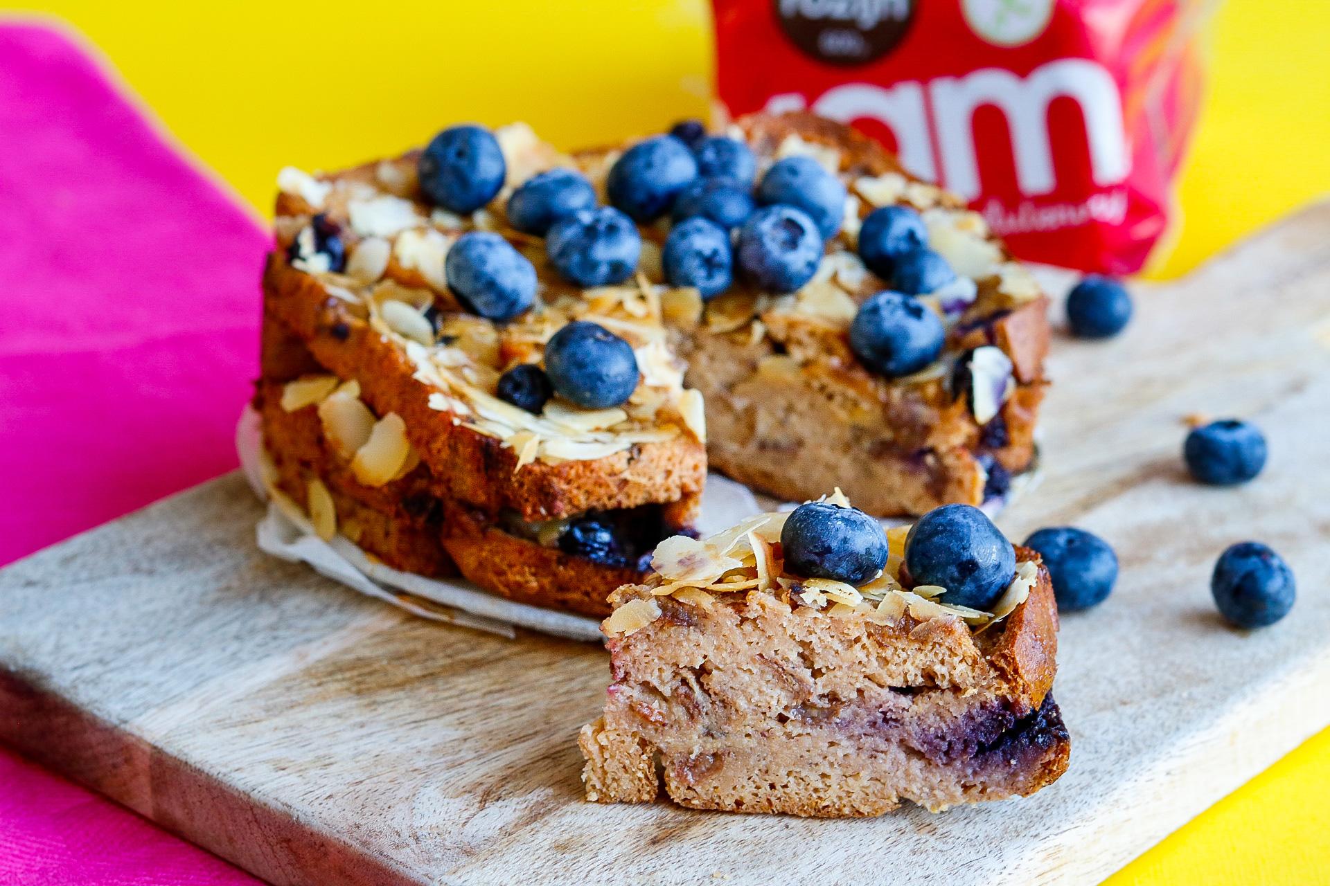Glutenvrije broodpudding met blauwe bessen